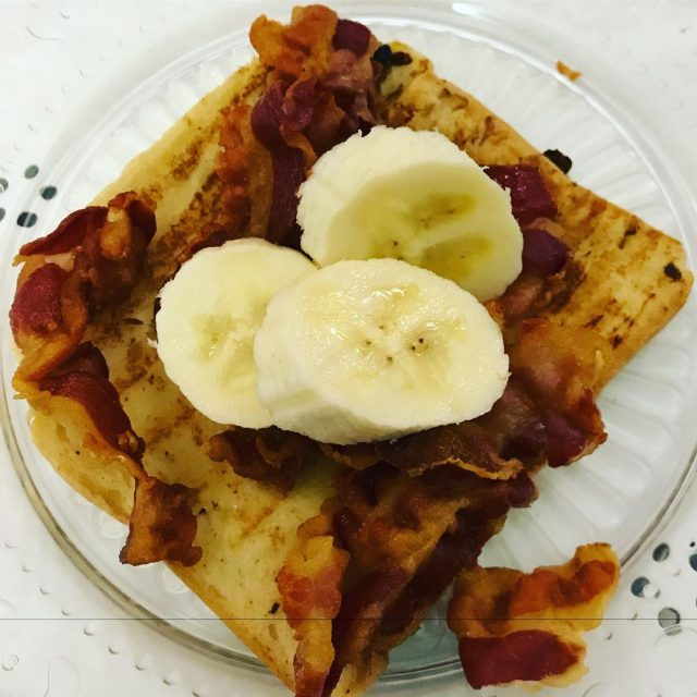 Uno scatto del brunch di ieri sera! frenchtoast bacon bananehellip
